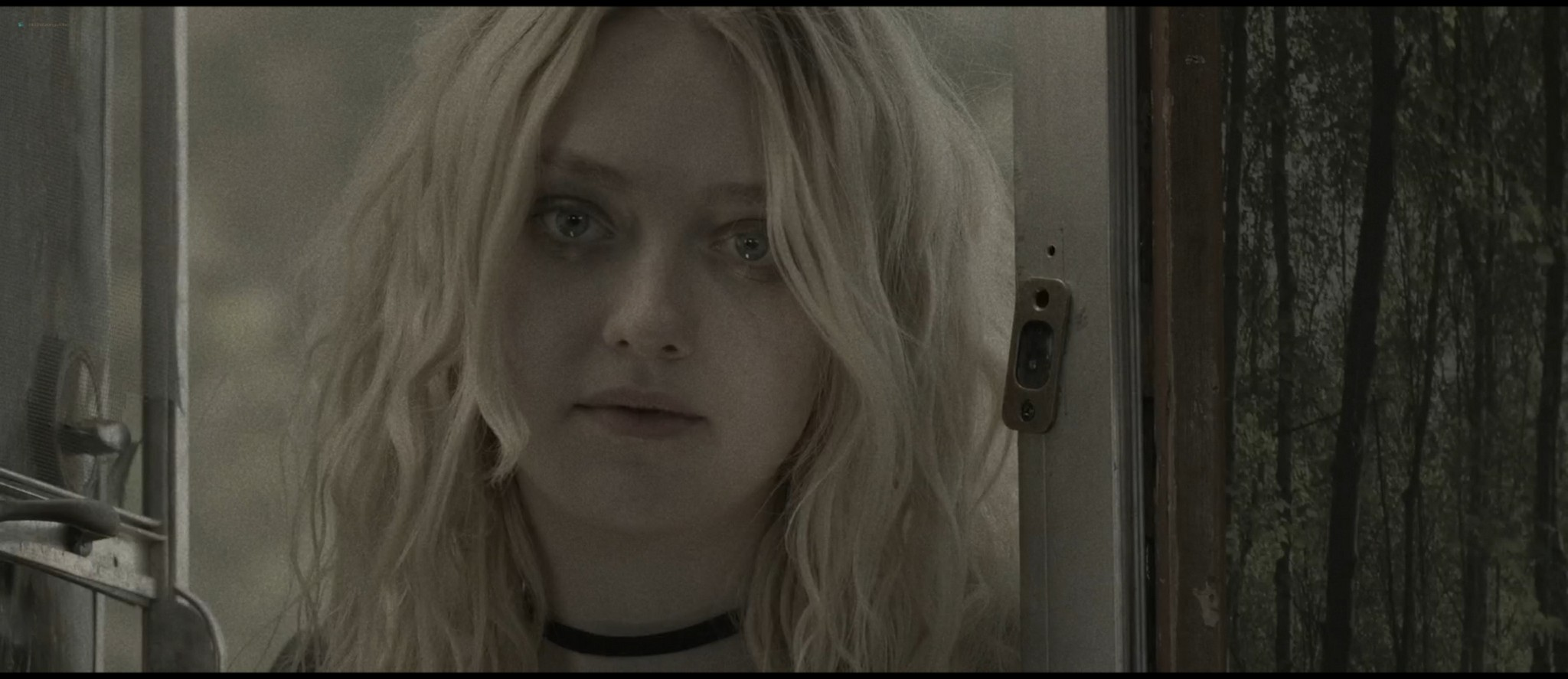 Dakota Fanning hot sex Evan Rachel Wood sexy - Viena and the Fantomes (2020) HD 1080p Web (3)