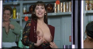 Mathilda May nude topless and sex - La teta y la luna (ES-1994) HD 1080p BluRay REMUX (10)