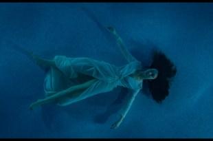 Olga Kurylenko wet see-through and sexy - Les traducteurs (FR-2019) HD 1080p BluRay