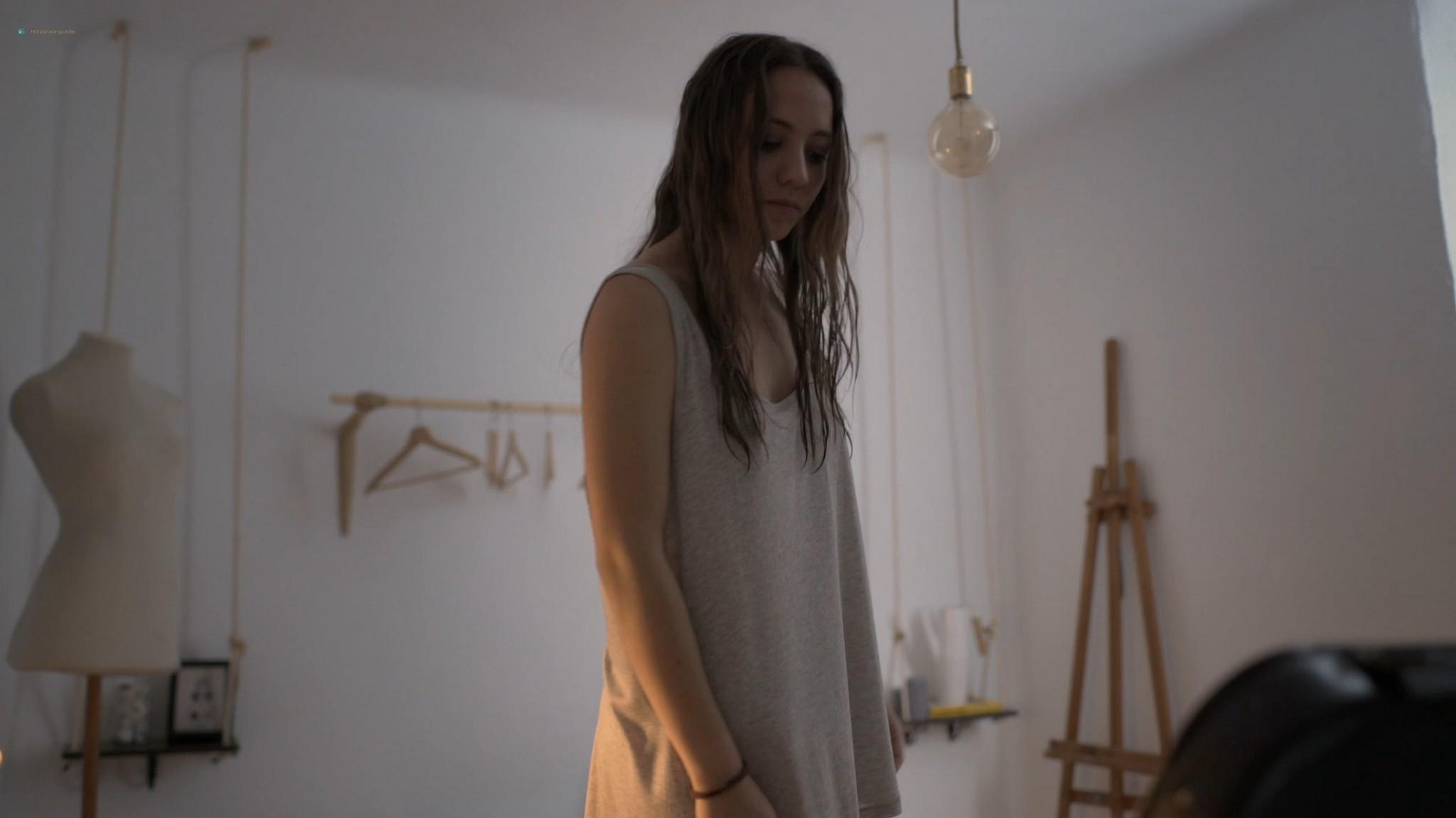 Blanca Parés hot and sexy - Los Amores Cobardes (2018) HD 1080p Web (2)