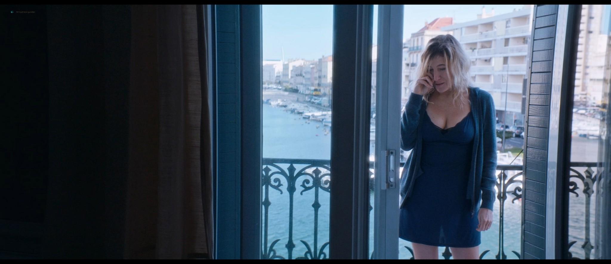 Nadia Tereszkiewicz nude lesbian sex with Valeria Bruni Tedeschi - Seules les bêtes (FR-2019) HD 1080p BluRay (7)
