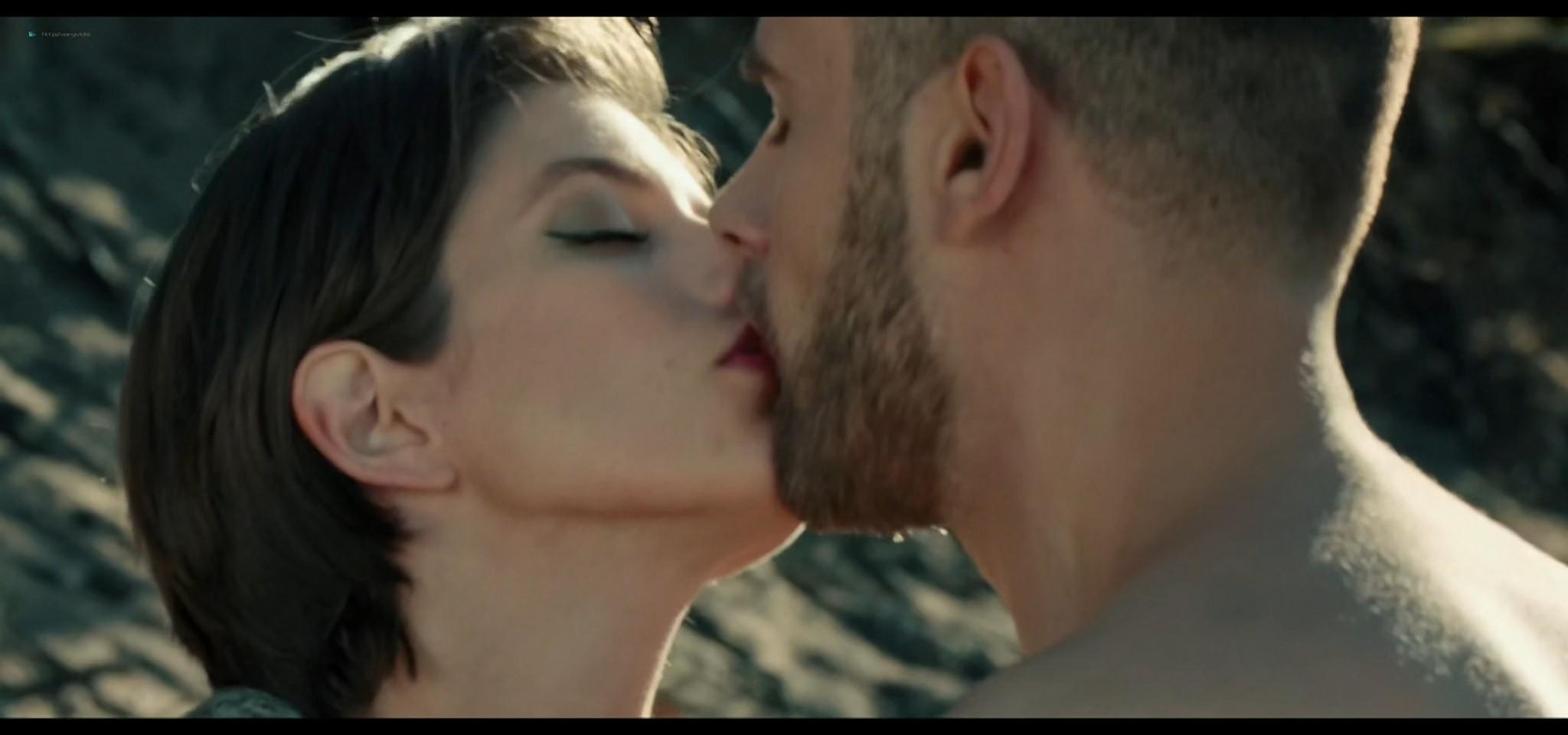 Yulia Snigir hot and some sex Anna Chipovskaya, Yuliya Peresild sexy - The End of the Season (2019) HD 1080p Web (5)