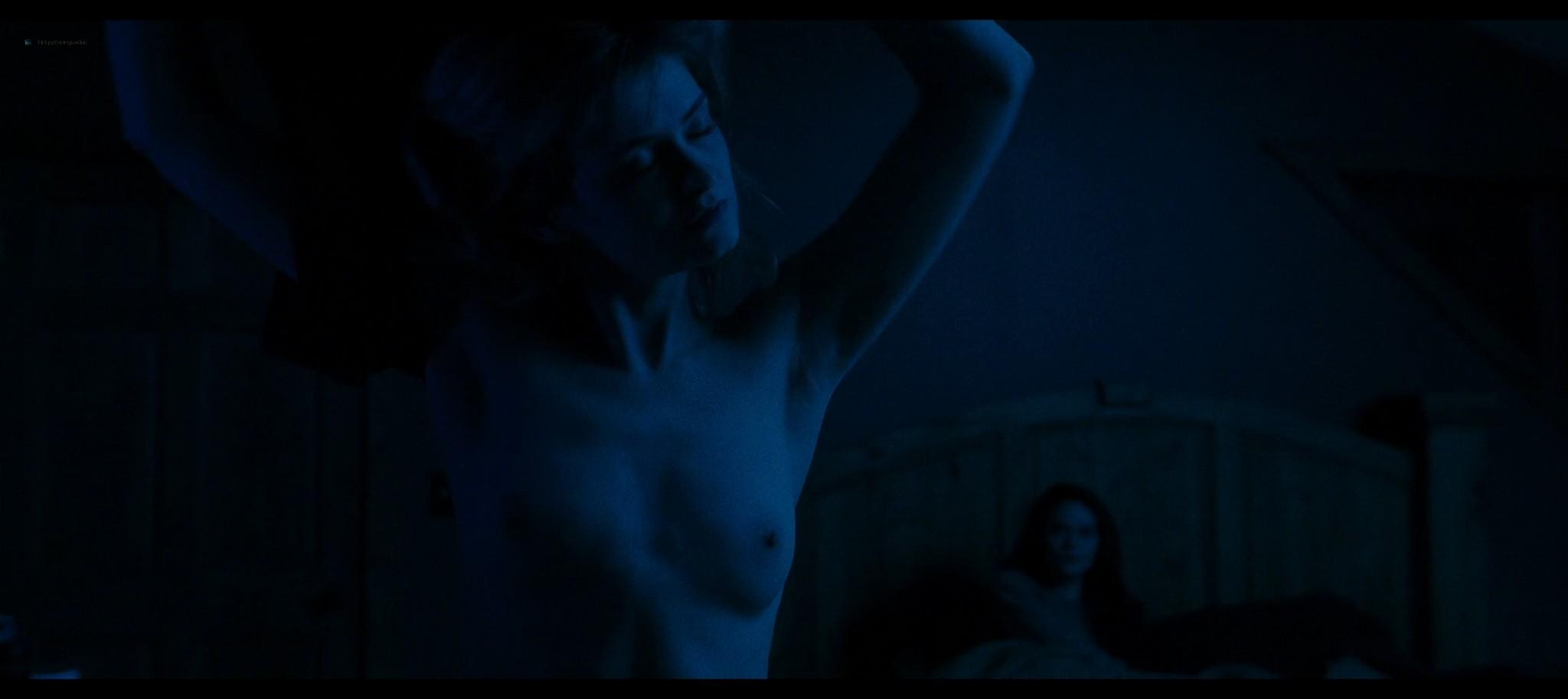 Anna Shields nude topless Rachel Finninger hot lesbian sex - Monstrous (2020) HD 1080p Web (7)