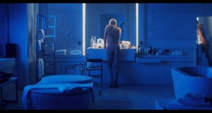 Charlize Theron nude butt lesbian sex with Sofia Boutella Atomic Blonde 2017 HD 1080p BluRay REMUX 003
