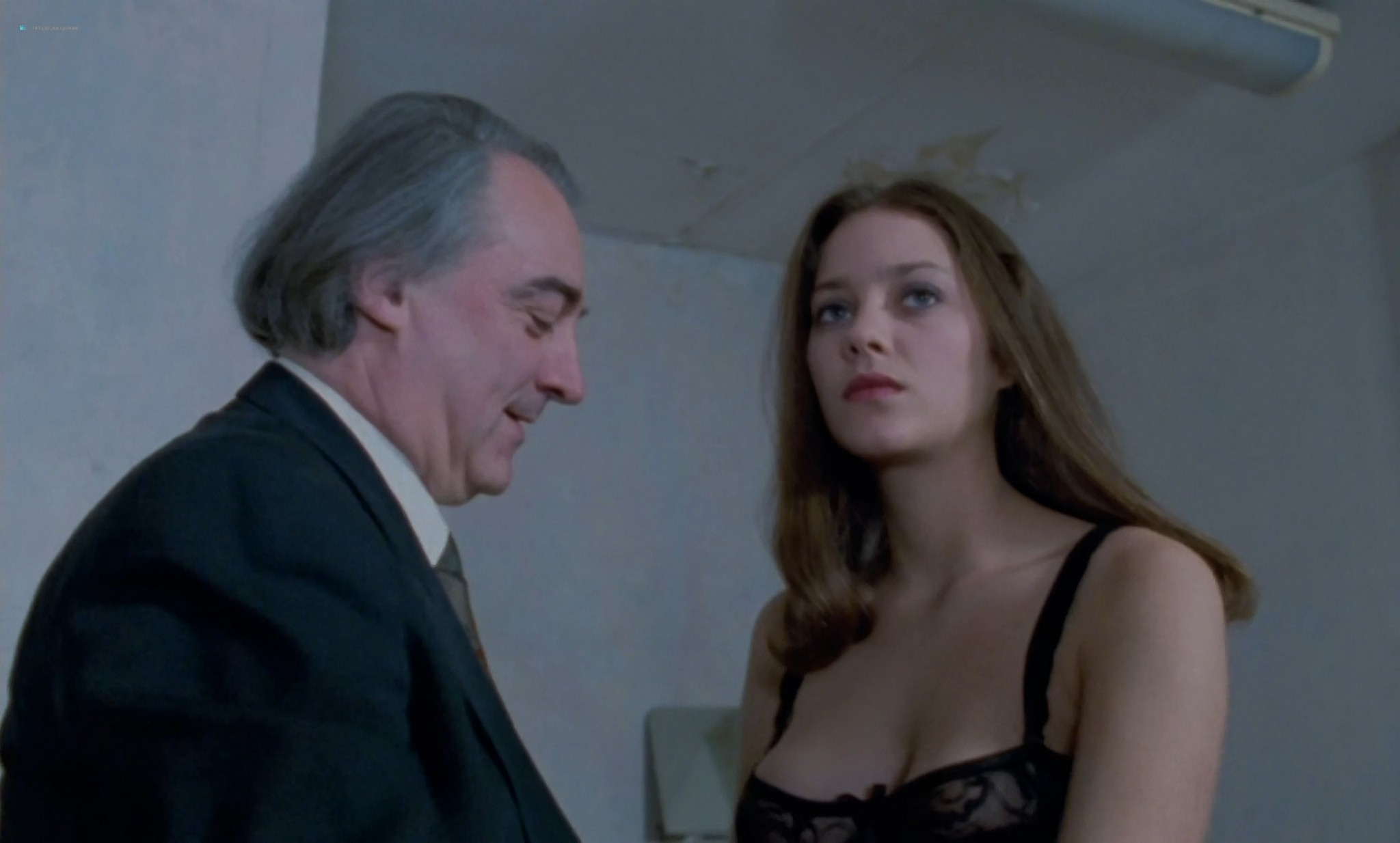 Marion Cotillard nude full frontal and sex Chloe FR 1996 HD 1080p BluRay 010