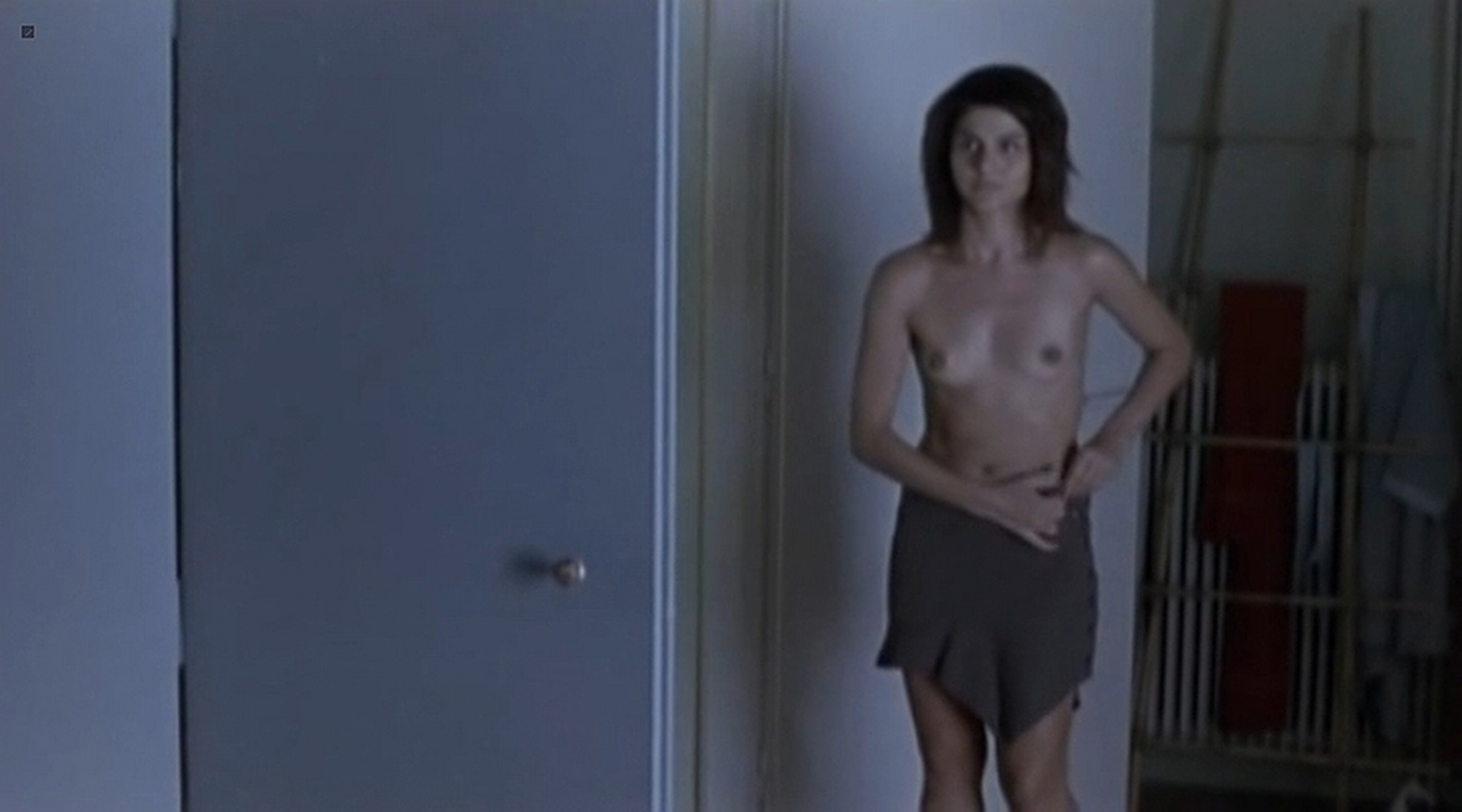 Efi Logginou nude full frontal 45m2 GR 2010 2