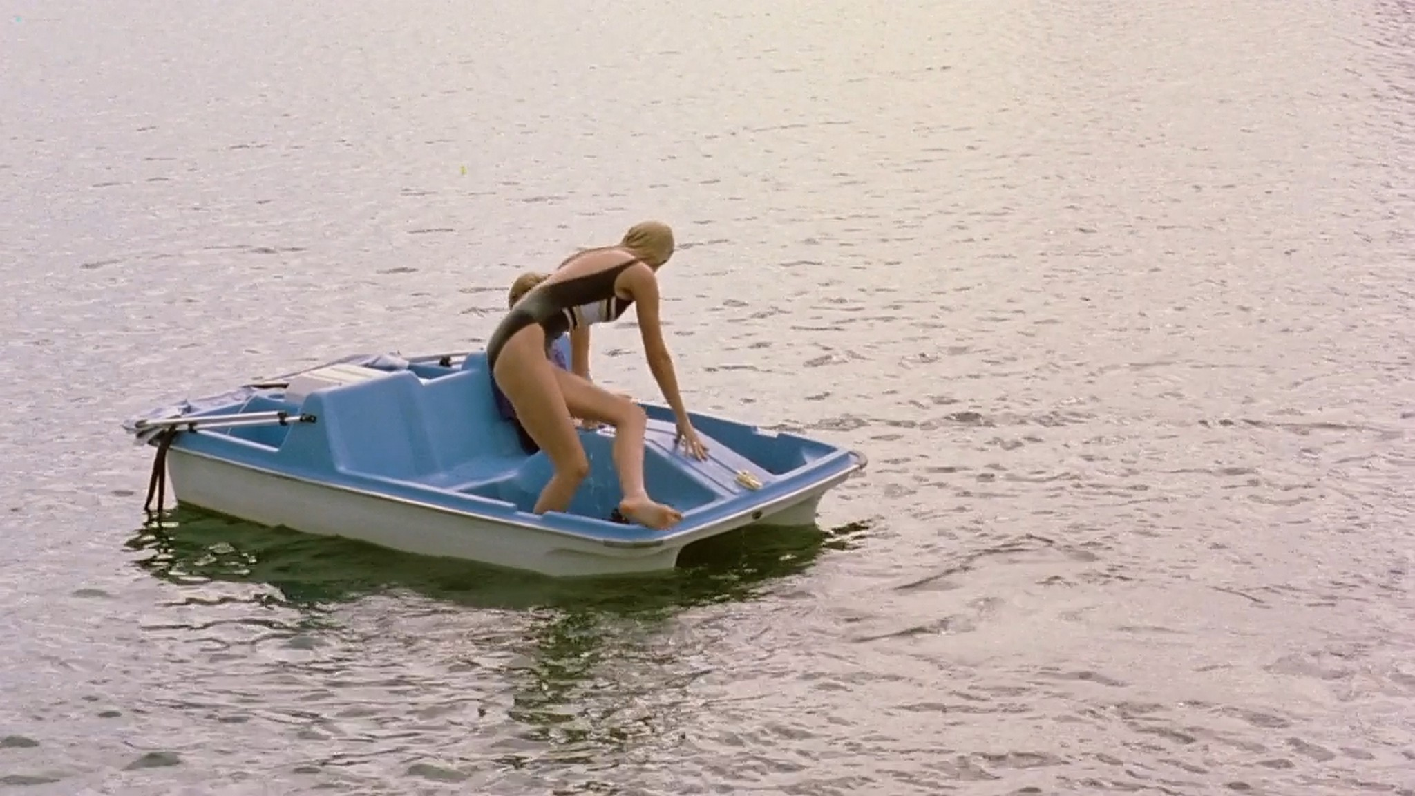 Josie Bissett sexy Mimi Craven nude topless Mikey 1992 720p 4