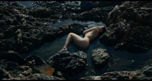 Laetitia Casta hot Noee Abita nude topless Alba Gaia Bellugi sex Une Ile 2019 s1e1 3 1080p 12