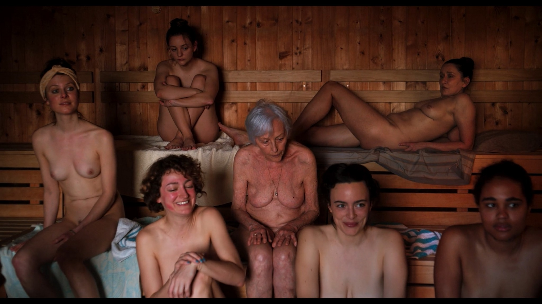 Antonia Bill nude full frontal Amanda da Gloria Helene Blechinger and others nude too Hitzig Ein Saunagang DE 2021 1080p 9