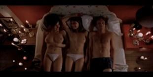 Carice van Houten nude full frontal Halina Reijn nude threesome - De Passievrucht (NL-2003)