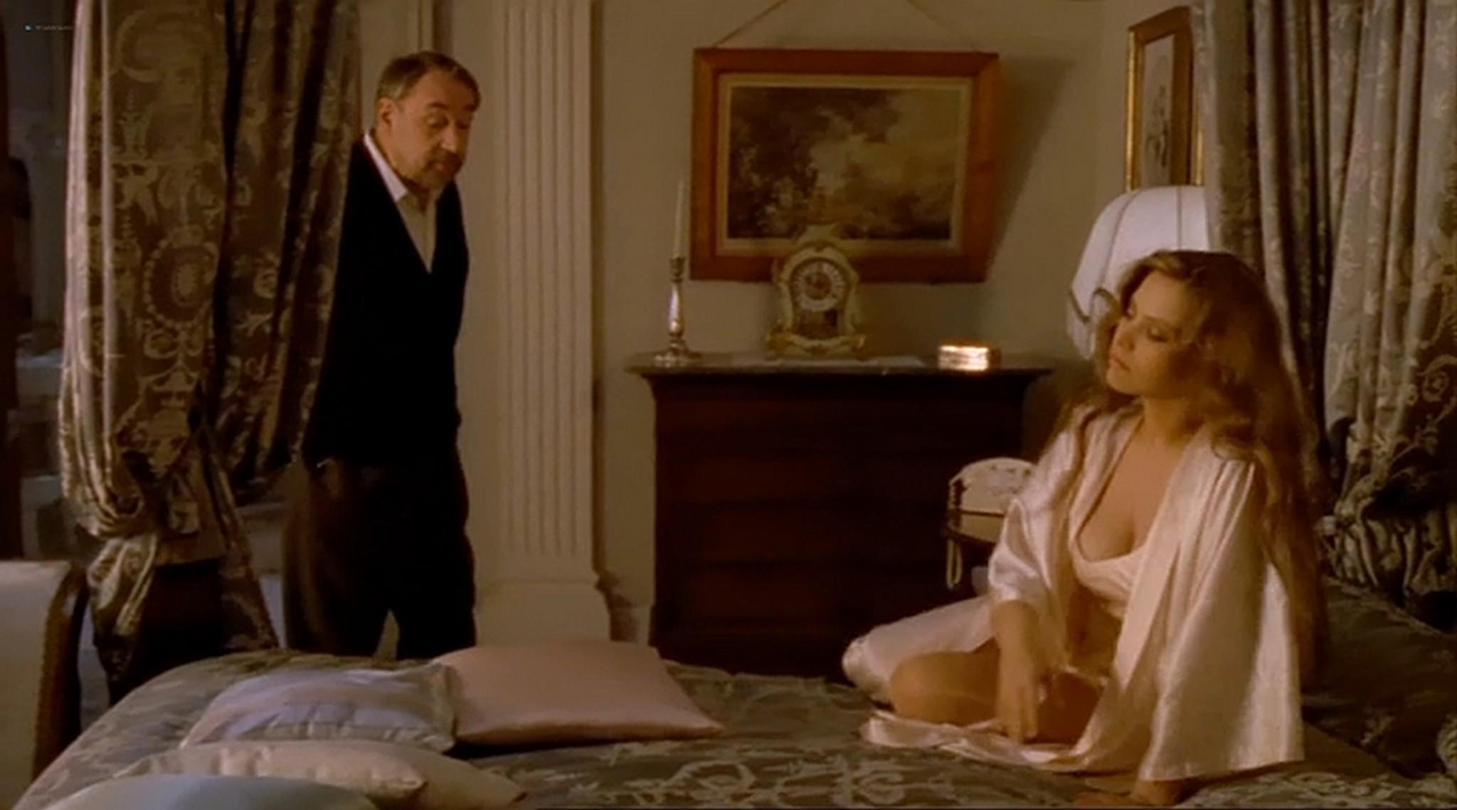 Ornella Muti nude topless and sexy Il Frullo del Passero 1988 9