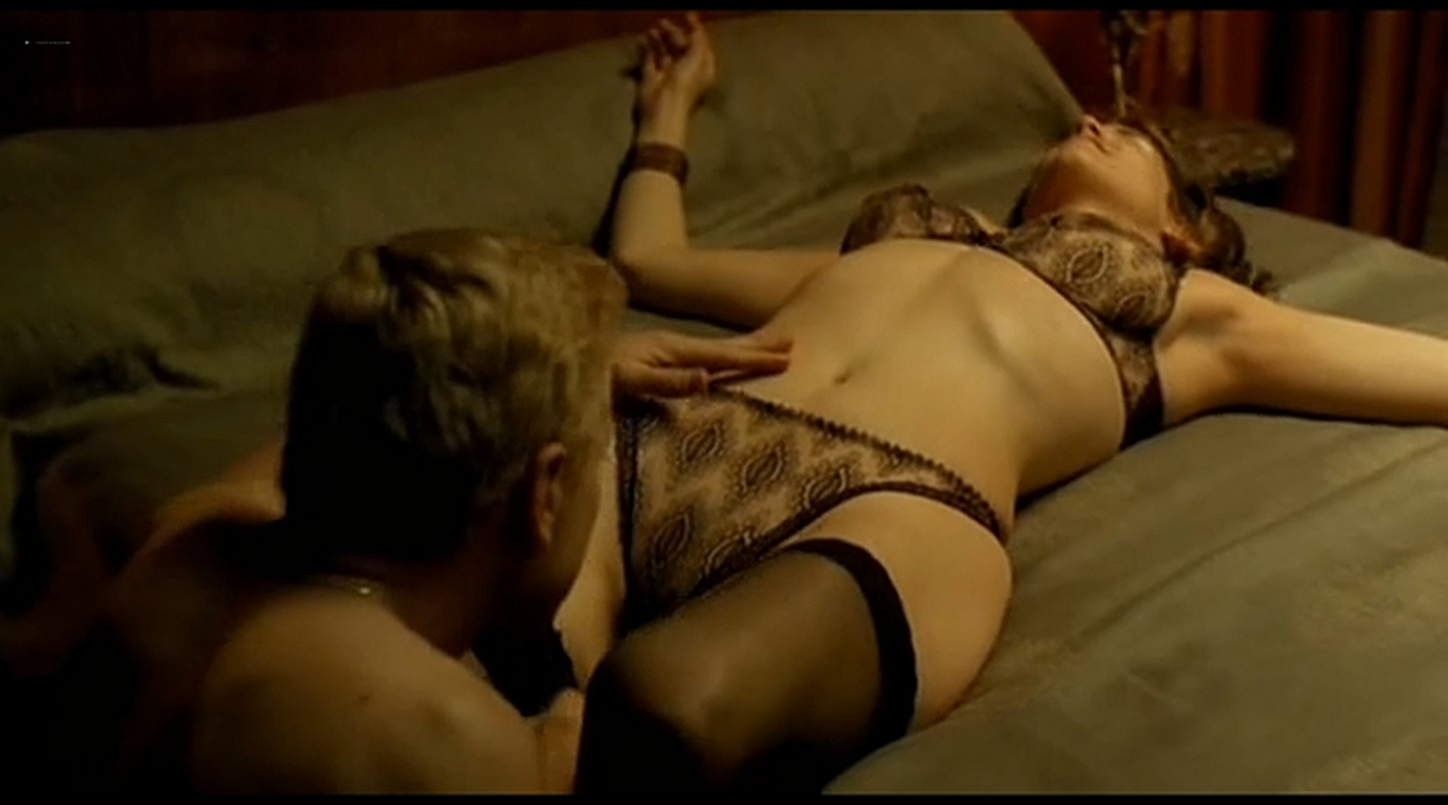 Alice Taglioni nude topless and hot sex Grande ecole FR 2004 DVDRip 14