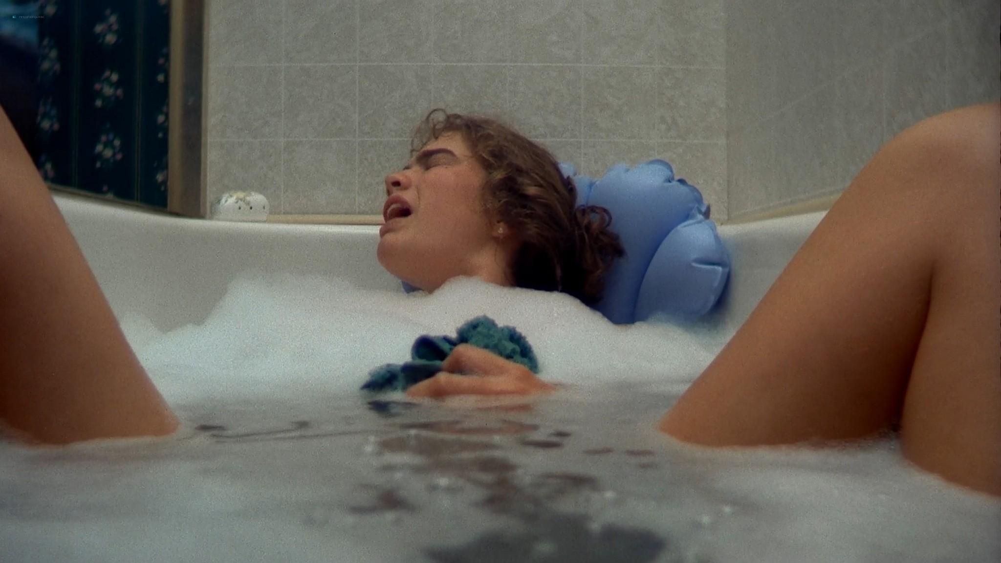 Heather Langenkamp sexy Amanda Wyss hot A Nightmare on Elm Street 1984 1080p BluRay 5