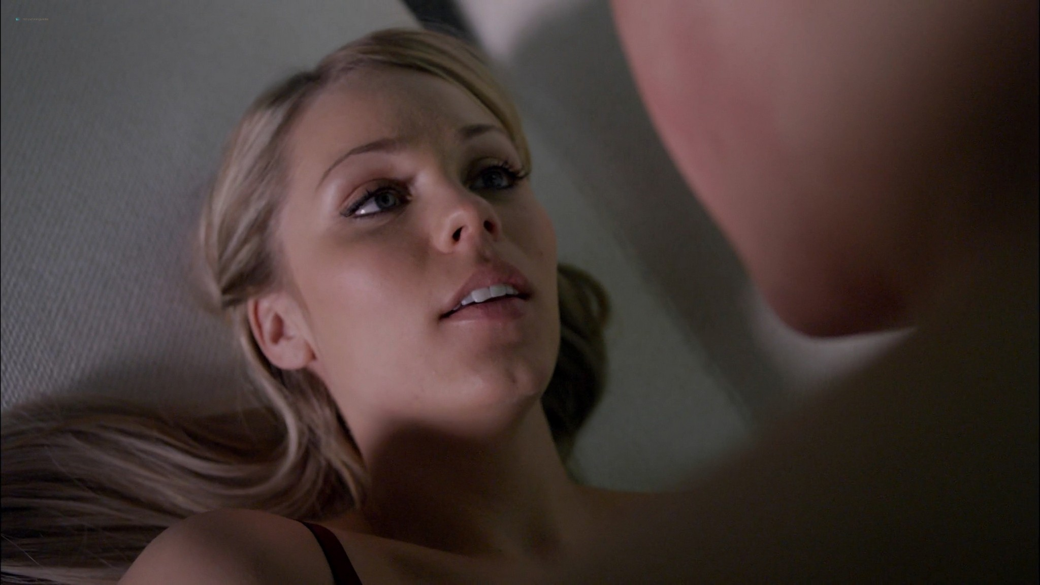 Laura Vandervoort hot and sex Morena Baccarin Elizabeth Mitchell sexy V 2009 s1e7 12 1080p BluRay 13