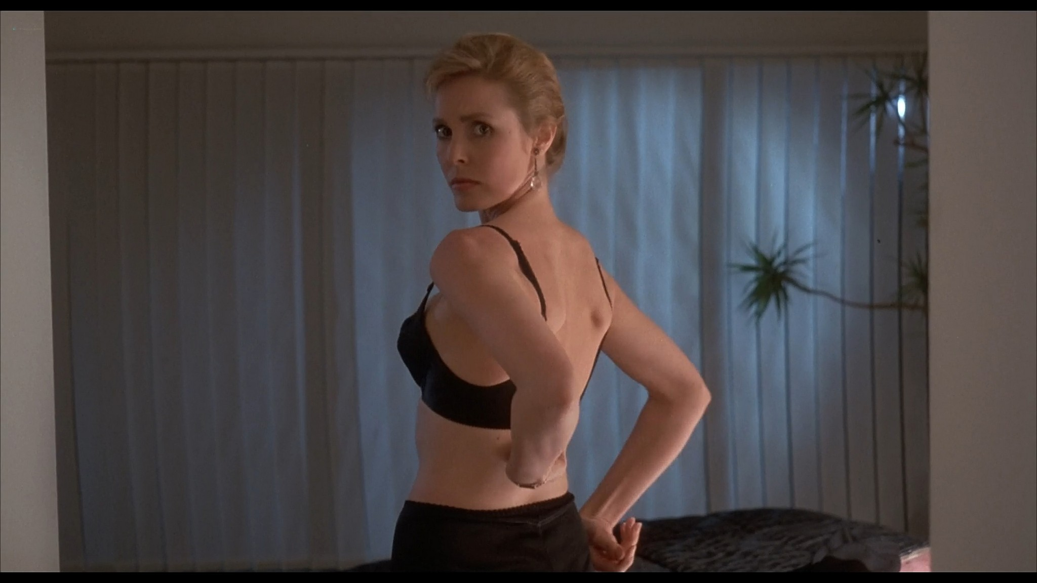 Victoria Tennant sexy Claudia Stenke nude topless Best Seller 1987 1080p Web 3