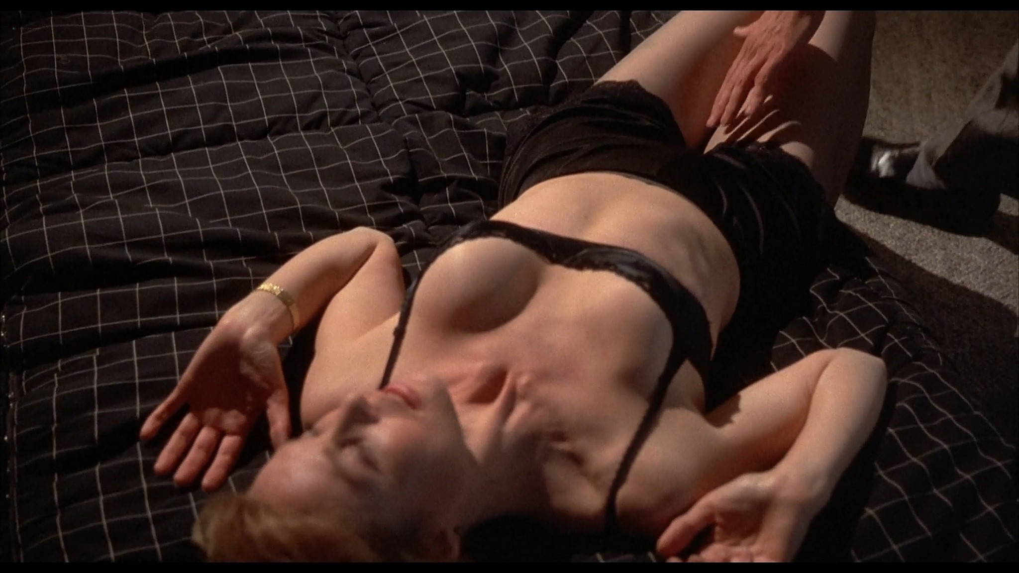 Victoria Tennant sexy Claudia Stenke nude topless Best Seller 1987 1080p Web 8