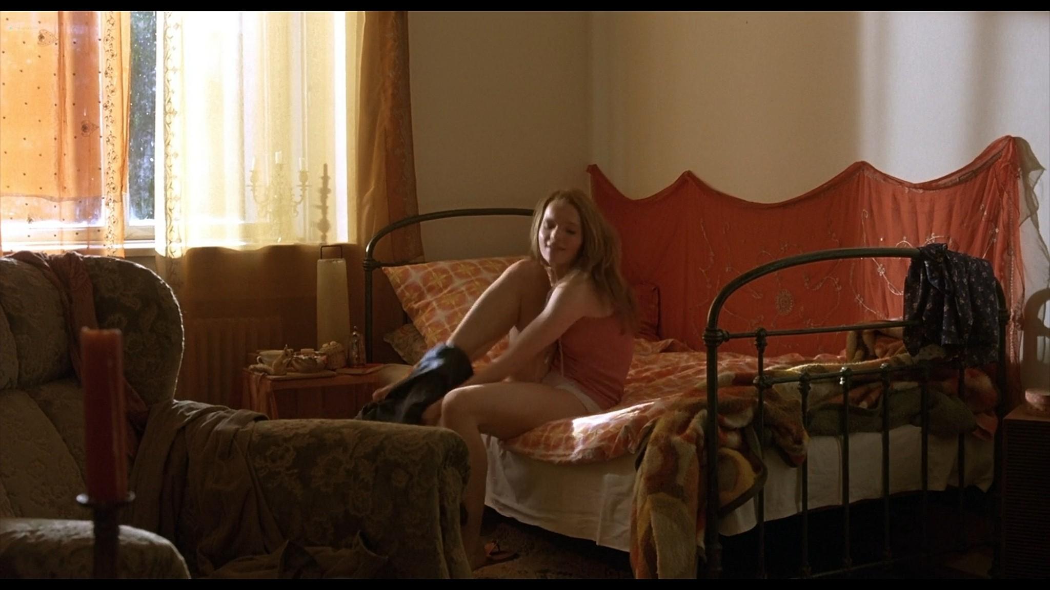 Sandra Ferrara nude full frontal Valentina Lodovini nude others sexy Pornorama DE 2007 1080p Web 9