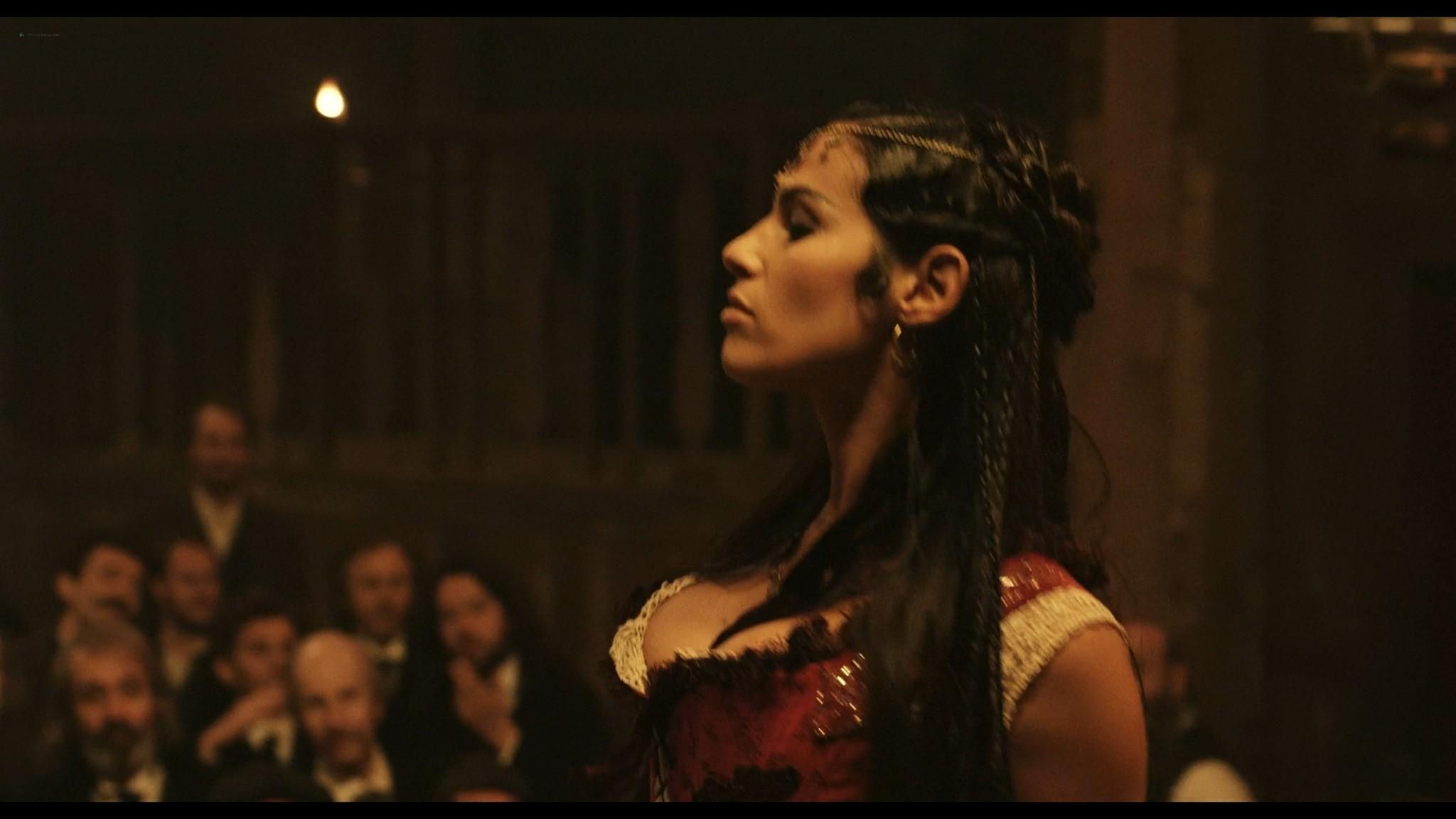 Laetitia Casta nude topless and very hot La jeune fille et les loups 2007 HD 1080p BluRay 13