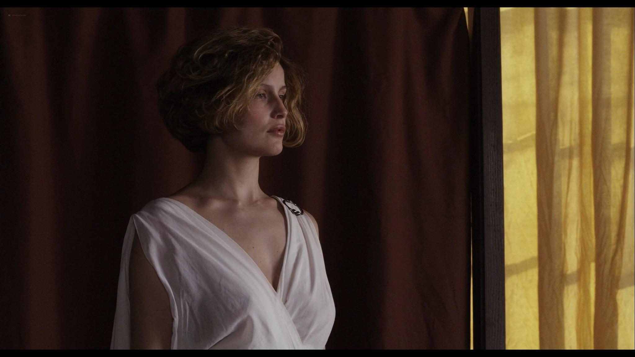 Laetitia Casta nude topless and very hot La jeune fille et les loups 2007 HD 1080p BluRay 2
