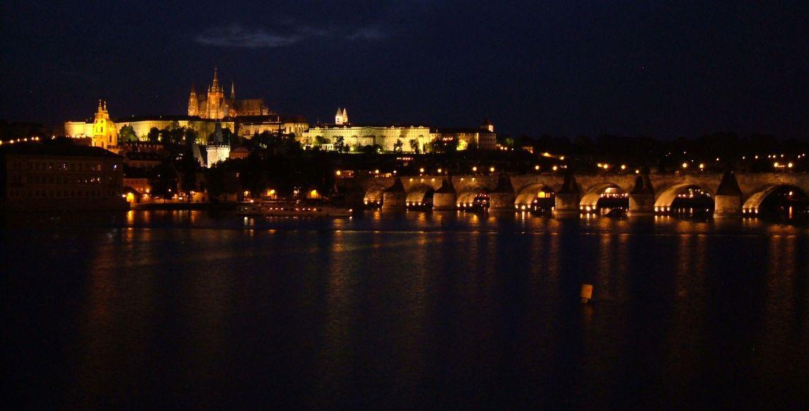 Castelo de Praga à noite