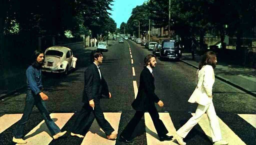 Beatles atravessando a Abbey Road destaque