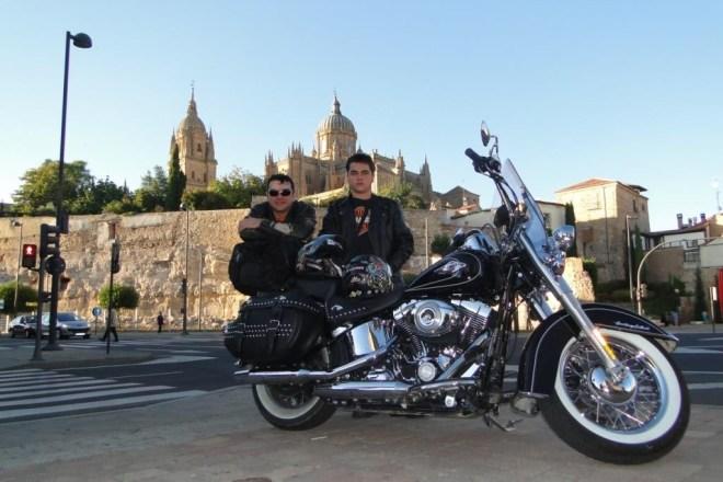 Romulo Provetti e seu filho Álvaro, em Salamanca, na Espanha