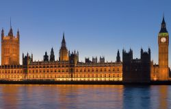Palácio de Westminster, onde ficam as Casas do Parlamento do Reino