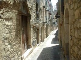 Sonha com a casa própria? O povoado mais belo da Itália tem imóveis por 1 euro
