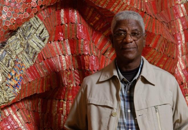 Um dos melhores escultores do continente africano, El Anatsui é um dos 35 artistas negros selecionados para a mostra deste ano