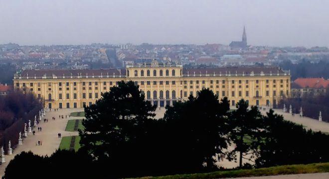Palácio de Schönbrunn com Viena ao fundo | Foto: Henrique Andrade Camargo
