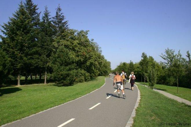 Patinação no parque Ladronka, em Praga | Foto: Prague City Line