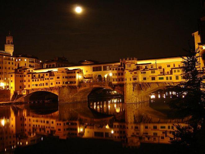 Vista noturna da Ponte Vecchio | Foto: Wikipedia/CC