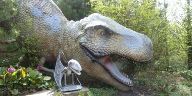 Os dinossauros fazem a aegria da garotada no Blackpool Zoo | Foto: Divulgação