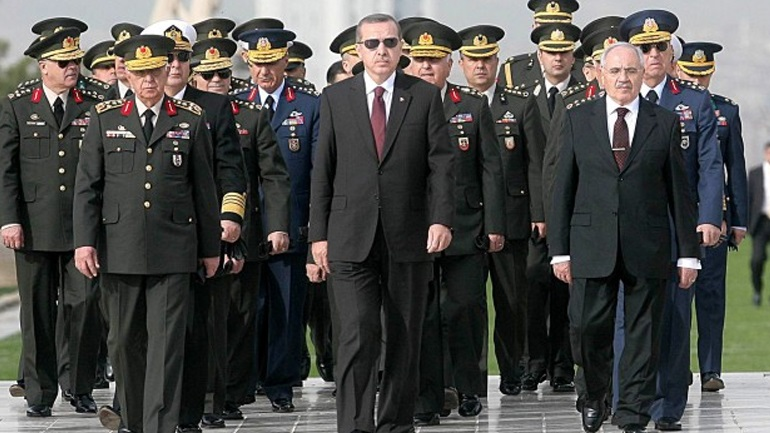Politico: Αυτό ήταν «θέατρο» του Ερντογάν και όχι πραξικόπημα...