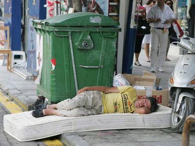 Έκθεση-σοκ της Κομισιόν για τη φτώχεια στην Ελλάδα