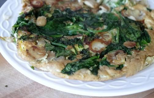 Omelet met spinazie en champignons