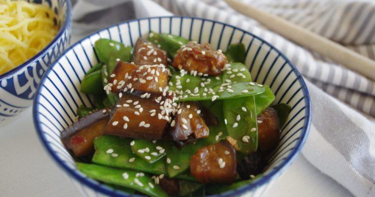 Oosterse aubergine met peultjes