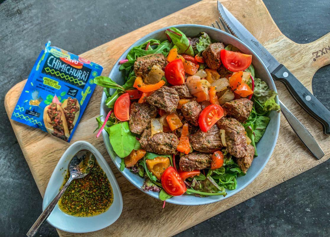 Heerlijke biefstuk salade met Argentijnse chimichurri