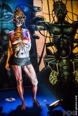 Smic.Art, performance de Body painting pendant le concert, les Abattoirs (Bourgoin-Jallieu), le 8 novembre 2013.