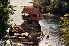 The-River-House-in-Serbia-4