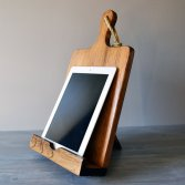 iPad And Cookbook Stand Combo, 29.56 dolárov, https://www.etsy.com/listing/156840352/ipad-and-cookbook-stand-combo-rustic