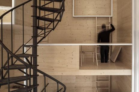 i29-interior-architects-room-drevena-stena-02