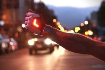 Zackees-LED-Turn-Signal-Gloves-2