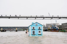 airbnb-floating-house-river-thames-london-03