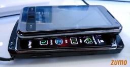 Omnia original, com Windows, acima do Omnia HD, com Symbian
