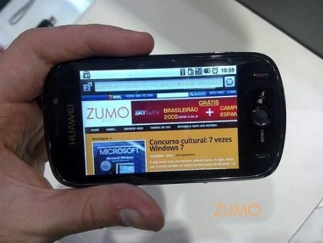"Huawei G8220 com navegador aberto na enorme tela de 3,5"""