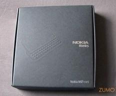 A caixa: menor que a do N97-pai