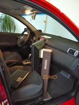 Ao lado do motorista, monitor e teclado sem fio