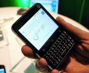 """Motorola MB502 """"Charm"""": o touchpad traseiro aparece como indicador de mouse na tela"""