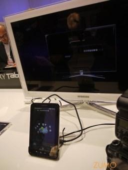 Galaxy Tab ligado via cabo DVI a um televisor